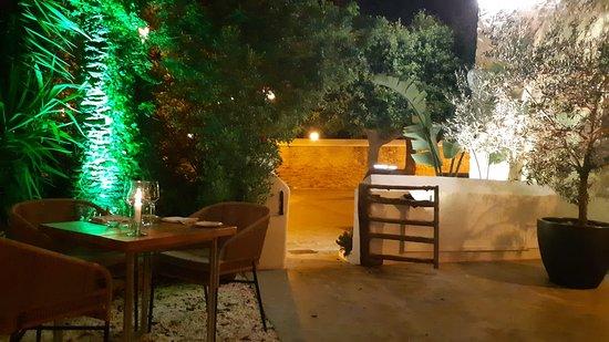 Finca La Plaza: Ingresso dal giardino