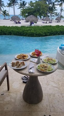 Secrets Cap Cana Resort & Spa: Ocean front, swim out, preferred bungalow lunch