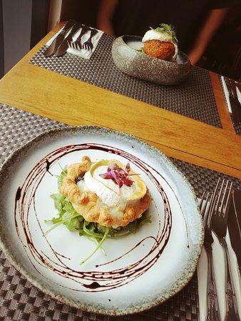 The Blue Bell Inn: Goats Cheese & Caramelised Onion Tart // Ox Cheek Hash