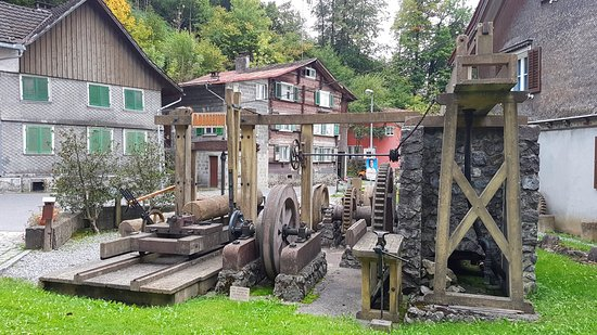 Hohenems, Österrike: Alte Mühlen gibt es viele, Museen dazu auch. Trotzdem ist das Museum Stoffels Säge-Mühle weltweit einzigartig: Über 2.000 Jahre Mühlentechnik und die Geschichte zu einem unserer Hauptnahrungsmittel, dem Brot, sind hier erlebnisreich dargestellt.