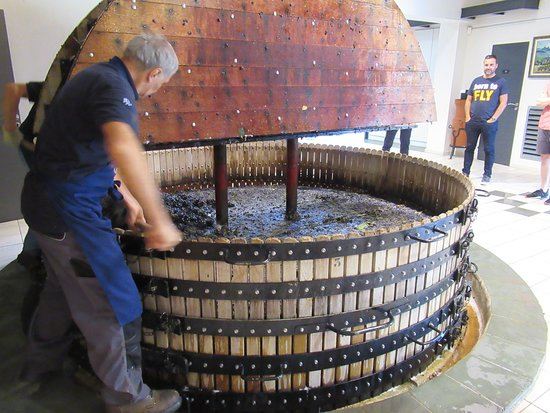 Passy-Grigny, Ranska: Old wine equipment still being used