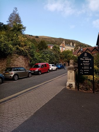 The Abbey Hotel: Outside of hotel with immediate hill views