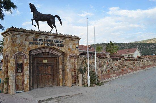 Halıcı Ahmet Urkay Arkeoloji ve Etnografya Muzesi