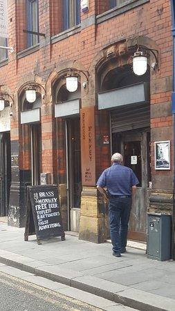 Brass Monkey: Ouside bar