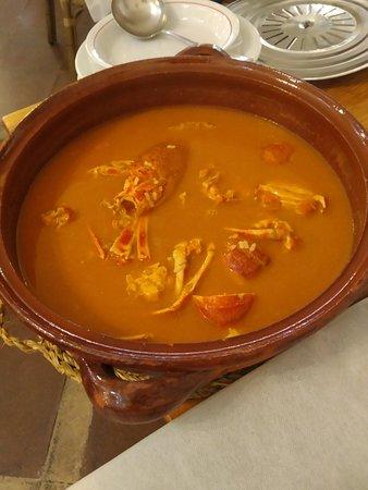 Exquisita caldereta de lagosta