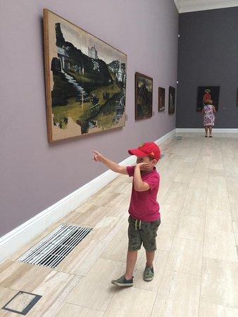 Внук знакомится с творчеством Пиросмани