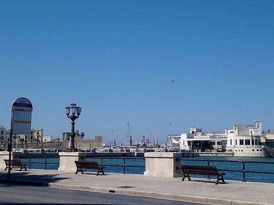 Province of Bari, Italia: Bari mare
