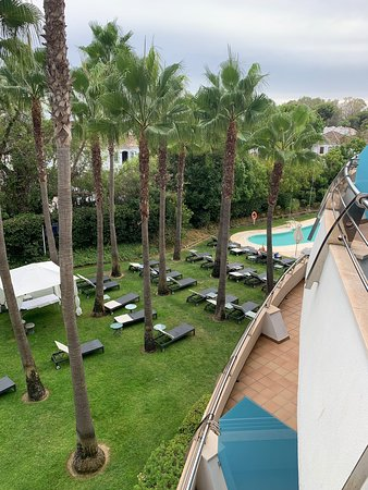 Lovely clean hotel - great pool area and walkable access to beach.