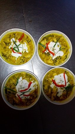 Lambesc, فرنسا: Amok au poulet  spécialité cambodgienne ( ingrédients : citronnelle, feuille de'épinard , bergamote galanga