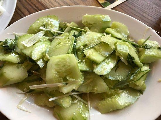 Yangda: Gurkensalat mit Knoblauch und Koriander