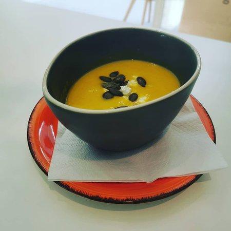 Kürbiscremesuppe mit Ingwer und Feta