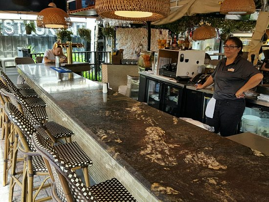 3711 Beach Side: Bar