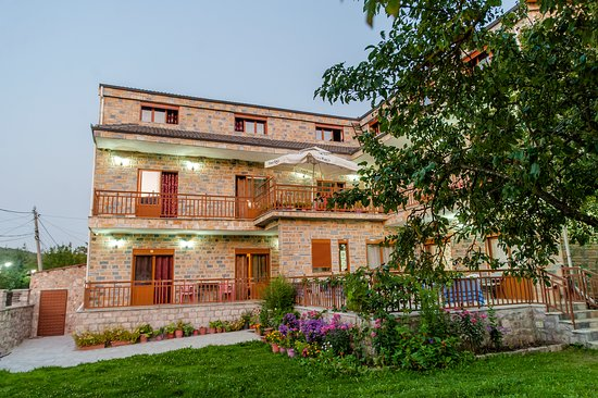 Voskopoje, Albania: Great hotel, located in the center of Voskopoja. Service is on the best. You will taste the best food and the best raki.