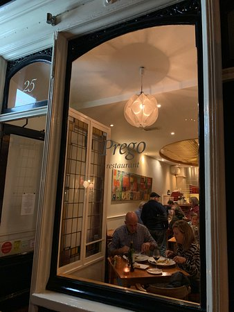 Prego Restaurant: Outside looking in