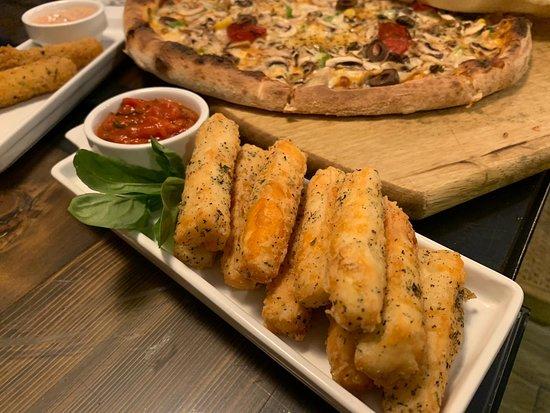 Aley, Líbano: Halloumi Fries  Specially marinated fried halloumi sticks served with special Pizzaiolo sauce
