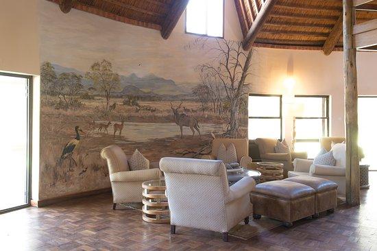 Lilayi Lodge: Lounge and Bar area