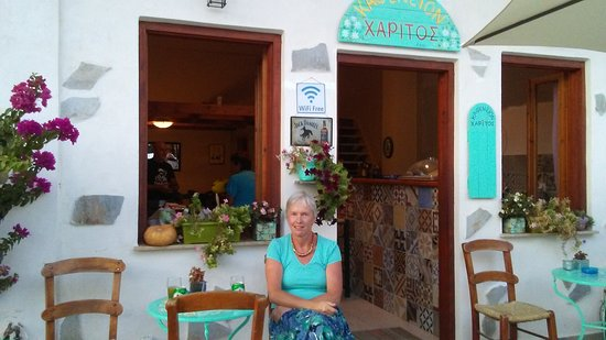 Regular travellers on the old road from Nopigia to Kissamos (especially those who head in their droves to Elafonisi) will now find that Xaritos Kafenion is no longer on the 'main road' through Drapanias. However don't despair Harry has moved back one street to the City Hall road.
