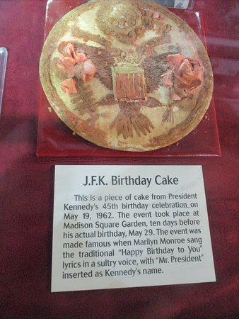 Brilliant Birthday Cake From The Famous Jfk Birthday Party Where Marilyn Funny Birthday Cards Online Alyptdamsfinfo