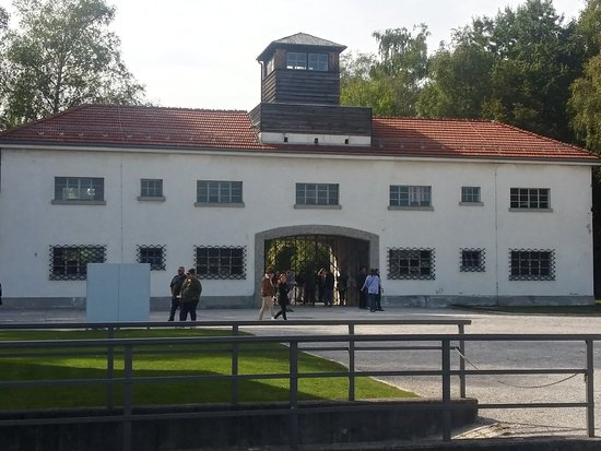 Dachau Concentration Camp Memorial Walking Tour with Guide from Munich by Train – fotografija