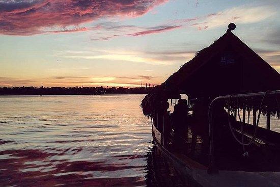 Iquitos Atardecer en el río Amazonas...