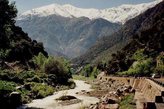 Ourika-dalen høye Atlasfjell fra...