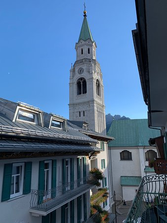 Nice hotel in central Cortina