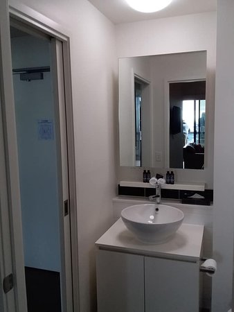 The Jazz Corner Hotel: 2 way bathroom, large shower with dual head is to the right.