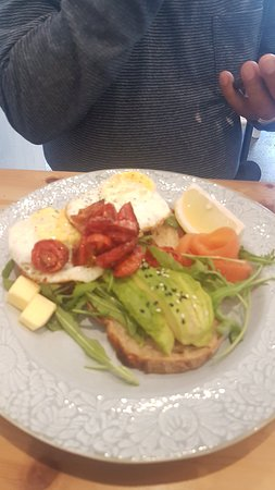 Bo-Kaap, Zuid-Afrika: Eggs over hard with smoked salmon