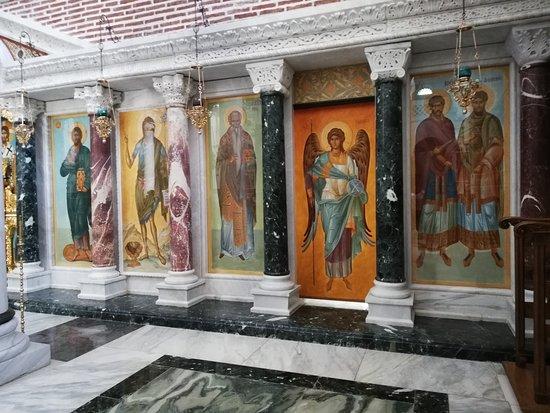 Akritochori, Hellas: Иконостас в новом храме
