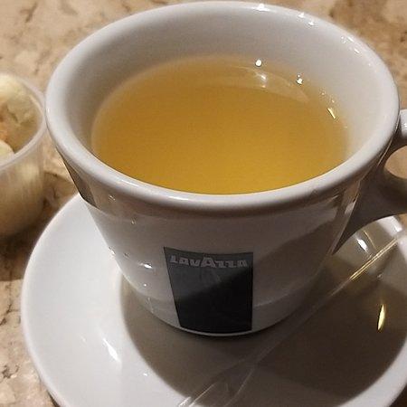 Aipo & Aipim: Chá de abacaxi do aipo,  para outras consumidores no restaurante,  o melhor chá de abacaxi do Rio de Janeiro! Todos os colaboradores muito gentis,  em especial a Micleode