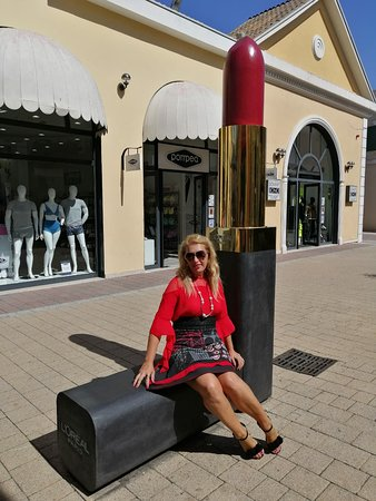 Bellissimo outlet con 300 negozi