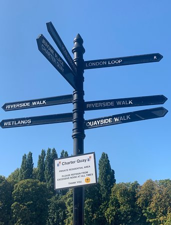 Riverside Walk, Kingston Upon Thames:  the walk is well signed
