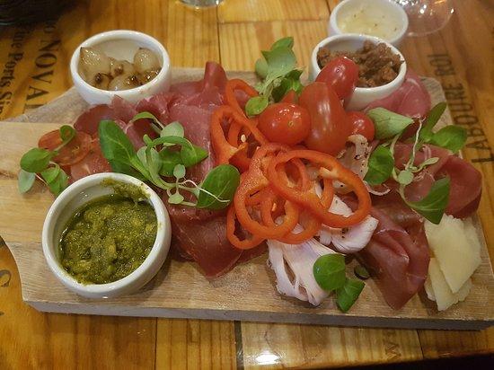 Tappo Winebar, Restaurant & shop: Tapas tallerken