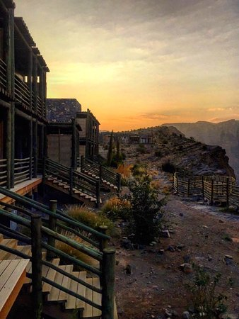 Magic in every sunrise 💫 Watching ☀️ rays lay on the peaks of the Hajar Mountains was absolutely breathtaking & one of my favorite travel memories from 2017 💛 *Check out my travel highlights on www.instagram.com/sanamsippy for more on Alila Jabal Akhdar, the most spectacular place in the Middle East to catch the 🌄 amongst ⛰'s #AlilaHotels #CloserToNature #15DegreesCooler