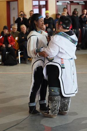 Pond Inlet, Kanada: Danse Inuit de deux femmes