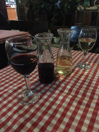 Прекрасный ужин с вкусным вином