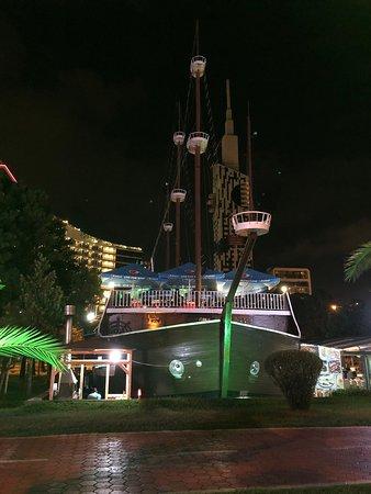 New Ship Restaurant ภาพถ่าย