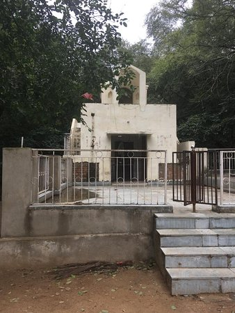 Mangar, India: The Samadhi of Gudariya Baba