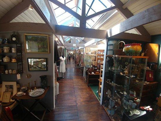 Dealer Stalls at Rutland Antiques Centre - Bakewell (21/Sept/19).