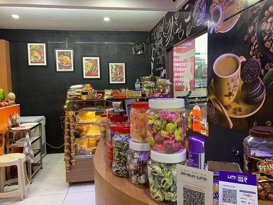 Kazhakkoottam, India: Interior Photo of All Day Bakes & Cafe
