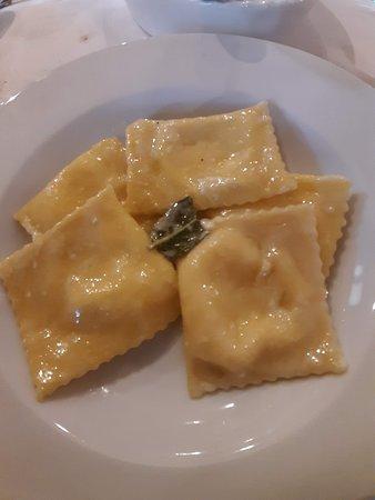 Appignano del Tronto, Italia: Ravioli al pecorino e limone