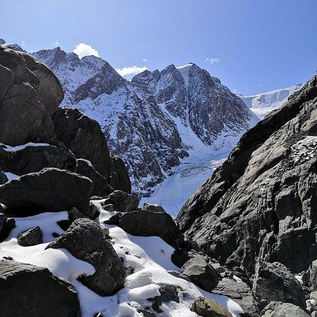 Kuray, Russland: Дорога к Большому леднику горы Актру. Сентябрь, 2019