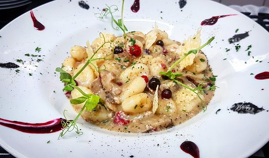 ‪‪'ARDI‬: The Pasta of the Day -> Potato Gnocchi with Mushrooms & Crispy Guanciale & Wild Berries 😊‬