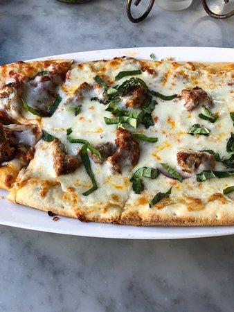 Probé la pizza con albóndigas, exquisita!!