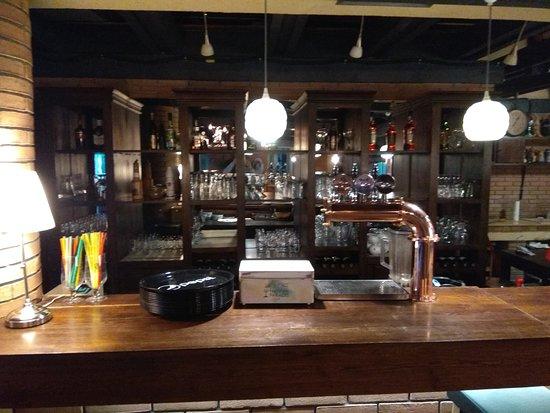 Corbeanca, Rumania: interior- bar
