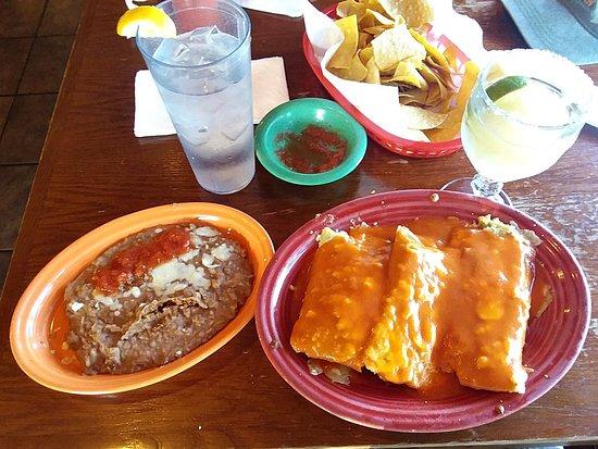 Temple, Géorgie: Frozen Margarita, refried beans, and 3 pork tamales. Mmmmm.