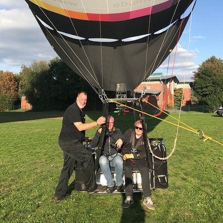 Emstek, Tyskland: Hopper Ballonfahrt mit dem Air chair duo. Pilot Hartwig Tönnies. Ballon Wasserträumer.