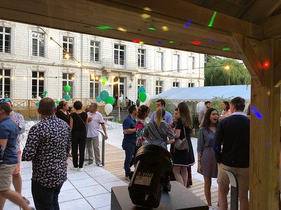 Gezaincourt, Frankrijk: Réception en extérieur
