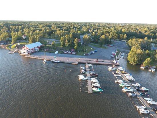Merikarvia, Finnország: Krookan satamassa on isot vierasvenelaiturit sekä palveluja veneilijöille