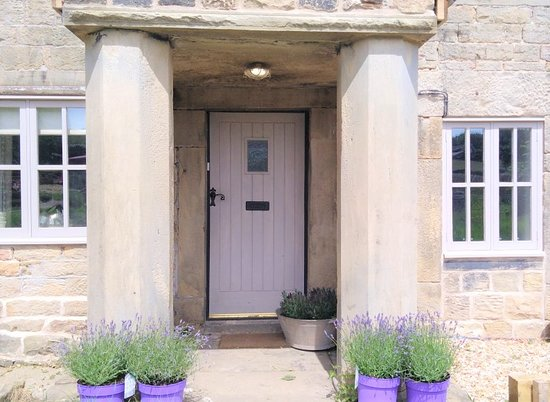 Thurgoland, UK: Welcome to Huthwaite Snug. We offer relaxing, clean welcoming accommodation in a renovated cottage.